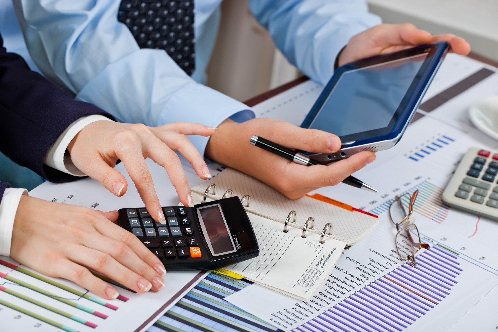 Top 5 Benefits of Outsourcing Accounting and Payroll Services